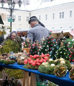STIMMUNGSVOLLER ADVENT AM MARKT